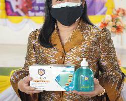 พิธีส่งมอบวัสดุ ในการป้องกันและควบคุมการแพร่ระบาดของโรคติดเชื้อไวรัส…